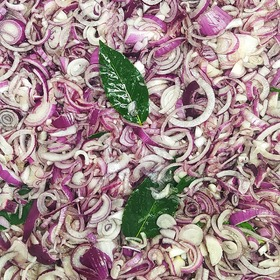  🧅  #cipolle #tropea #onion #foodblogger #cucina #compostadicipolle #foodie #instafood #foodlover #cooking #delicious #eat #italy #instagood #foodpic #foodart #italianfood #pattern